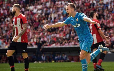 0-1. El Valencia acaba con la buena racha del Athletic en San Mamés