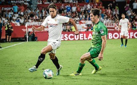 Óliver Torres, en un lance del partido ante la Real Sociedad.