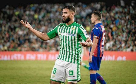 Tras dos semanas de lesión, Fekir reapareció el viernes ante el Eibar