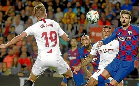De Jong, en un lance del partido ante el Camp Nou.
