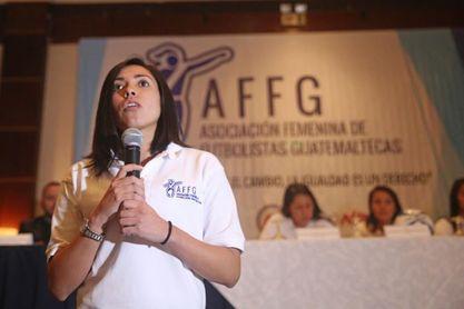 Ana Martínez lamenta, tras la derrota, el poco apoyo al fútbol femenino de Guatemala