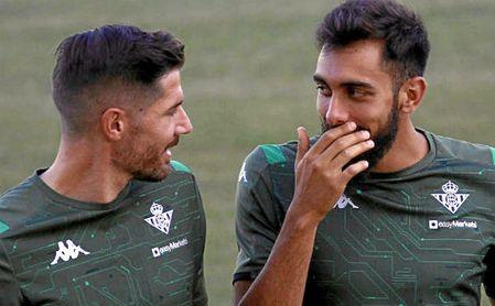 Javi García y Borja Iglesias se entrenan sin problemas.