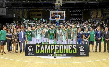 El Betis celebra la Copa Andalucía lograda ante el Unicaja, próximo rival liguero