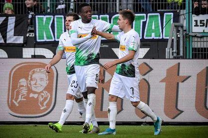 Patrick Herrman mantiene líder al Borussia Monchengladbach