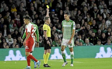 Pocos ven más tarjetas que Betis y Sevilla... en Europa - http://estadiodeportivo.com/