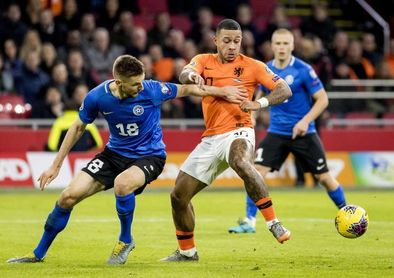 5-0. Un triplete de Wijnaldum deja a Países Bajos segunda de grupo
