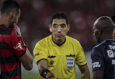 La Conmebol saca del VAR de la final de la Libertadores al peruano Diego Haro