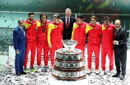 El rey Felipe VI entrega la Ensaladera al equipo español