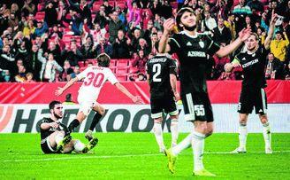 Celebración del gol de Bryan Gil ante el Qarabag.