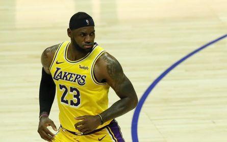 87-96. James aporta triple-doble en la victoria de los Lakers
