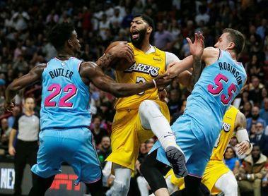 110-113. Davis y James detienen la carrera de los Heat en casa