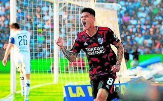 El ex sevillista Carrascal celebra un gol con River Plate.