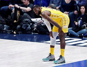 128-99. James guía a los Lakers al noveno triunfo consecutivo