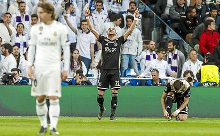 Ziyech, celebrando un gol en el Santiago Bernabéu.