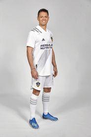 Chicharito ya posa con los colores de Los Ángeles Galaxy.