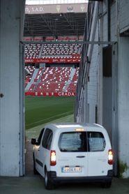Fallece un trabajador al caer desde 25 metros en el estadio de El Molinón