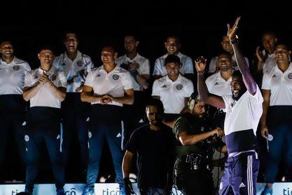 Adebayor reúne a miles de socios de un Olimpia que apunta a la Libertadores