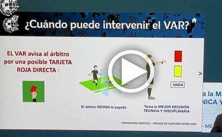 Velasco Carballo explica la polémica del VAR durante el Sevilla FC-Espanyol.