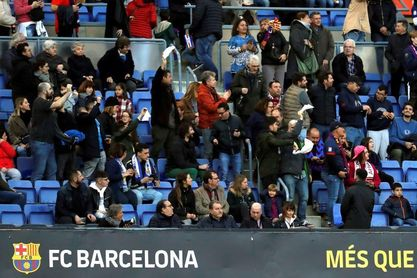 El Camp Nou repite silbidos y pañuelos contra Bartomeu