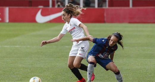 La sevillista supera a la levantinista Alharilla en el último partido de liga disputado ante el Levante (0-2).