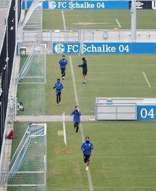 El Schalke entrena en formato reducido y con distancias entre jugadores