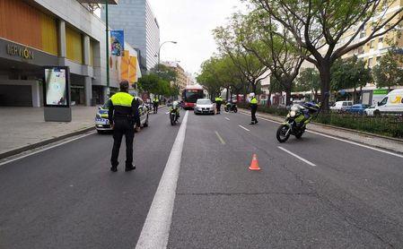 Control de la Policía Local en Nervión.