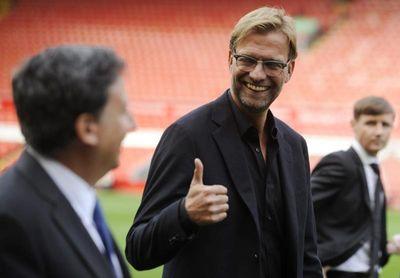 El presidente del Liverpool pide completar la Premier League