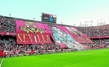 El próximo 19 de junio, si todo sigue según lo establecido, el Ramón Sánchez-Pizjuán acogerá el Gran Derbi entre el Sevilla FC y el Betis; una cita en la que la grada vivirá una imagen muy diferente a la de esta imagen.
