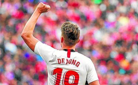 Luuk de Jong celebra su gol conseguido en el Wanda.