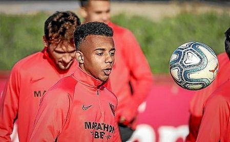 Apelación confirma la sanción a Jaime Mata y desestima el recurso del Sevilla FC por Koundé