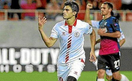 Perotti celebra un gol con el Sevilla.