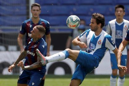 1-3. El Levante corta la reacción del Espanyol