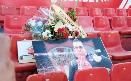El emotivo recuerdo del Sevilla a su socio Ismael Fernández.