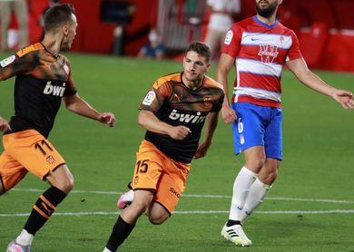 2-2. El Granada aleja al Valencia de Europa