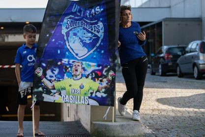 Aficionados quieren que Casillas juegue un minuto y sea campeón con el Oporto