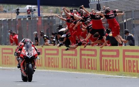 El británico Redding volvió a dominar en Jerez