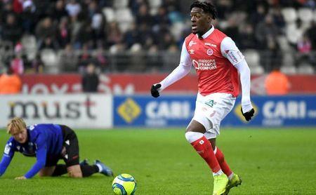 Axel Disasi, central del Reims de 22 años, ha sido una de las revelaciones de la Ligue 1 en la 19/20.