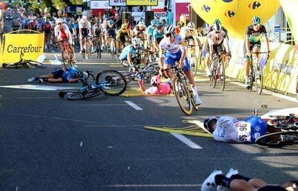 La vuelta a Polonia arranca con un accidentado sprint y Jakobsen en el hospital