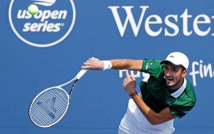 Medvedev gana fácil a Bedene y es el primero en alcanzar los cuartos de final