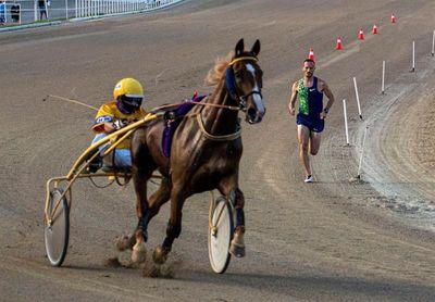 """Abadía gana el desafío al caballo trotón """"Variuso du Bouffey"""" en Son Pardo"""