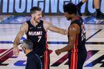 Heat sorprenden a Bucks y toman ventaja; Thunder a Rockets y empatan serie