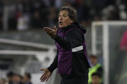 El chileno Mario Salas gana su primer partido con Alianza Lima sin jugarlo