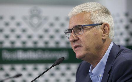La afición del Betis pide más fichajes al plan de Cordón