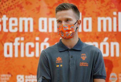 """Hermannsson: """"Van Rossom me ayuda mucho, es un buen modelo"""""""