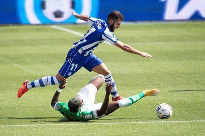 0-0. Sin goles y con pocas ocasiones al descanso entre el Alavés y el Betis