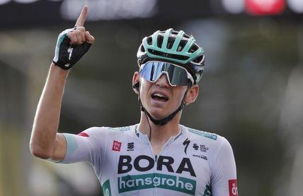 Kamna sorprende a Carapaz y gana en los Alpes; Roglic sigue de líder