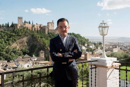 Yi Rentao sustituye a Jiang Lizhang como presidente del Granada