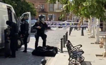 Despliegue policial en Coria del Río (Sevilla) por un varón atrincherado que amenazaba con usar armas de fuego