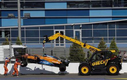 Carlos Sainz, retirado en la primera vuelta de Rusia por un accidente