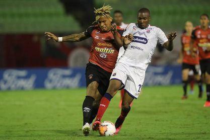 0-2. Medellín frena a Caracas y da aire al Libertad en el grupo que domina Boca